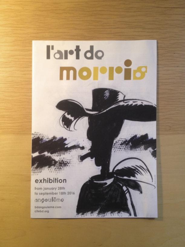 """photographie du livret version anglaise de l'exposition """"L'art de Morris"""" de la Cité internationale de la bande dessinée et de l'image à ANgoulême"""